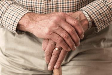 【投資用不動産】高齢者向け物件で不動産投資をするメリット・デメリット