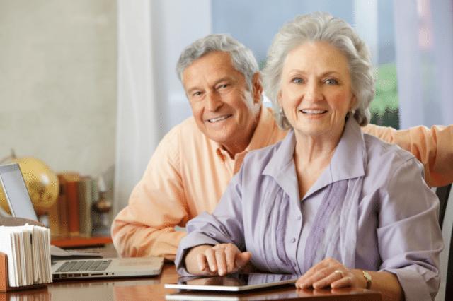 【投資用不動産】高齢者に物件を貸し出す場合の4つのリスクと契約内容とは?